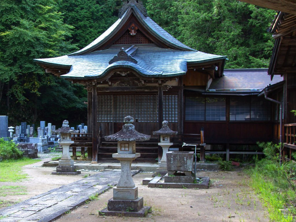 Higashiyama Walking Course temple